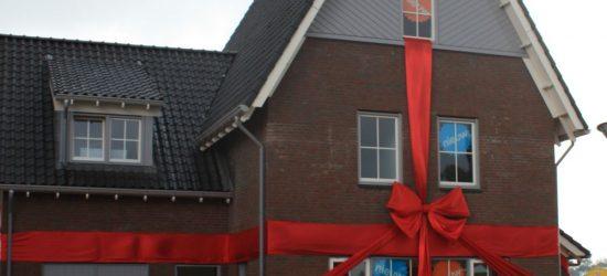 Portfolio nieuwbouw huis voor oplevering aangekleed met strik